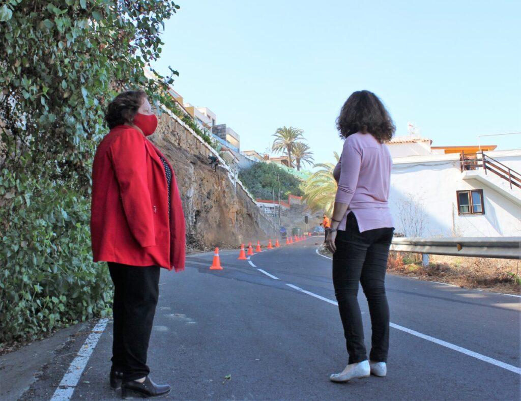 La-alcaldesa-Fidela-Velazquez-y-la-edil-Gloria-Mendez-visitando-la-obra