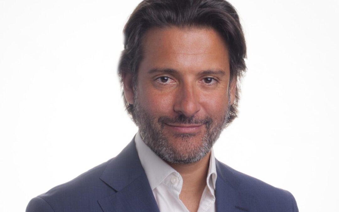 El Presidente del Parlamento, Gustavo Matos, acepta participar en el Comité de Honor del Centenario
