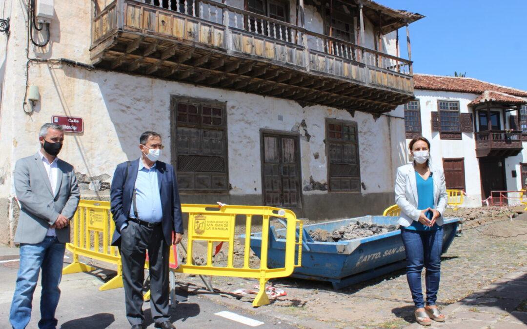 Los senadores Olivia Delgado, Pedro Anatael Meneses y Santiago Pérez se interesan por la rehabilitación de la costa y la casona Delgado Oramas