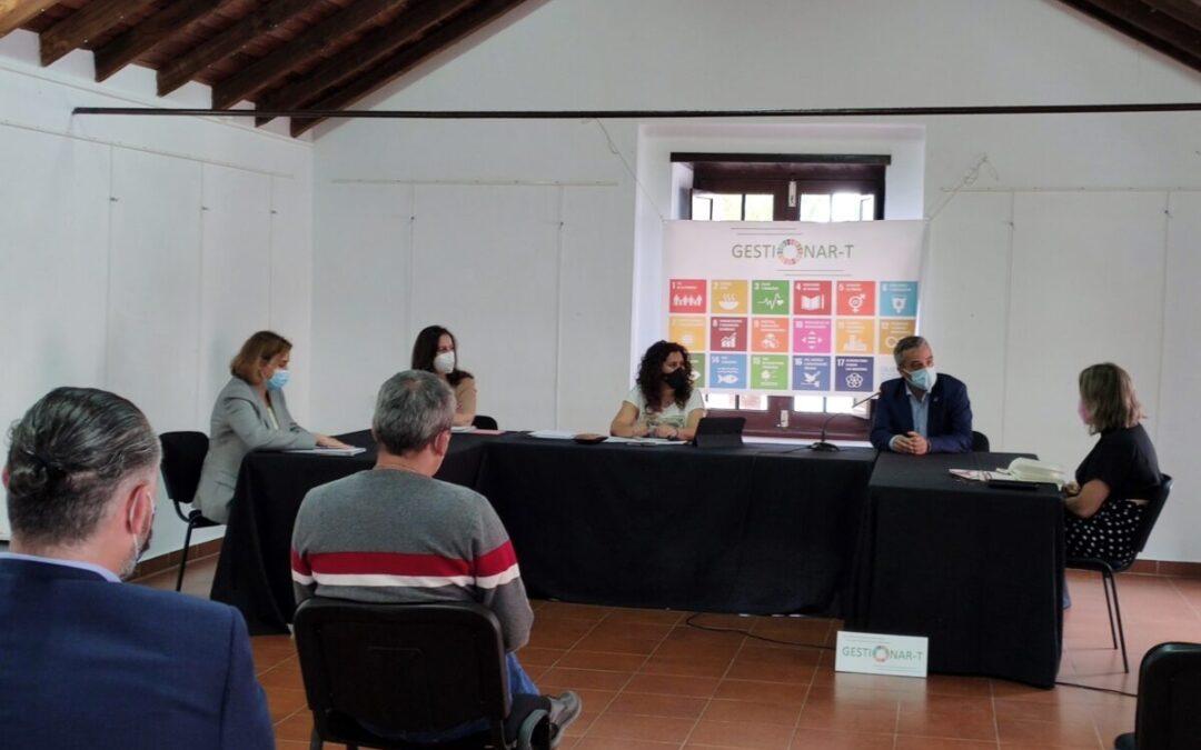 Empresarios, Cabildo y Ayuntamiento debaten sobre la situación del comercio local