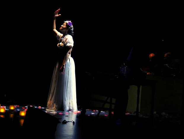 Frida Kahlo cuelga su vestido en el Espacio Cultural Rambla