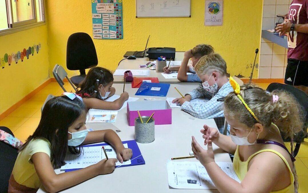 Medio centenar de escolares de Primaria disfrutan de clases gratuitas de apoyo